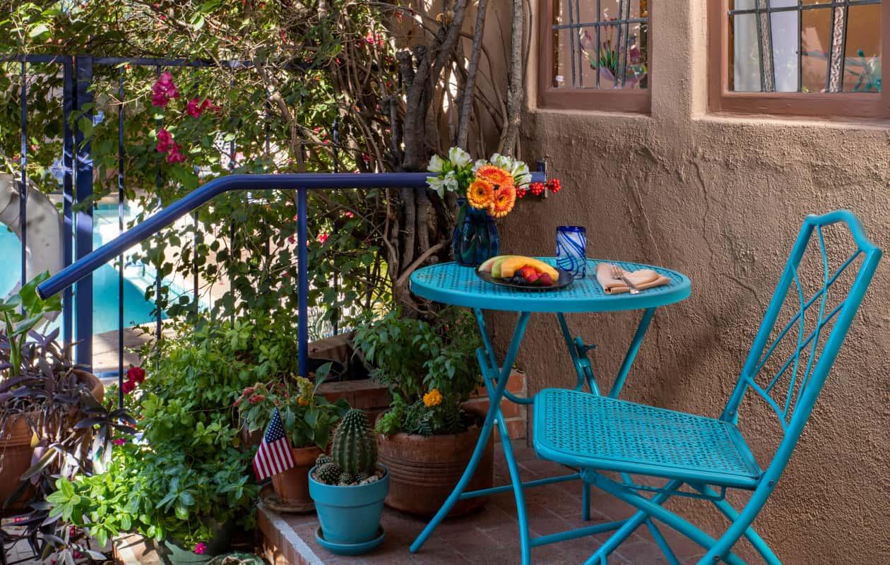 Table for outside dining at Adobe Rose Inn